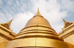 Pagoda maravillosa y cielo azul Fotografía de archivo