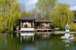 Pagoda na água foto de stock royalty free