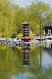 Pagoda na água imagem de stock