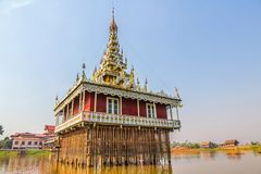 Pagoda nel lago Inle, Myanmar. fotografia stock
