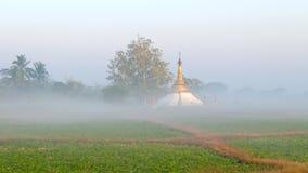 Pagoda nella foschia Fotografie Stock Libere da Diritti