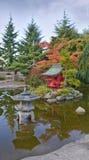 Pagoda no jardim japonês imagens de stock royalty free