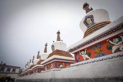 Pagoda och tempel i Pagoda och tempel i tibetant Arkivbild