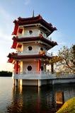 Pagoda par le lac Image stock