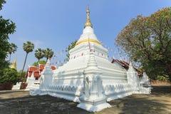 Pagoda przy Prakaew dontao świątynią Fotografia Stock