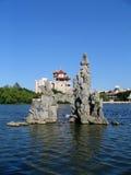 Pagoda, rocas y agua Fotos de archivo