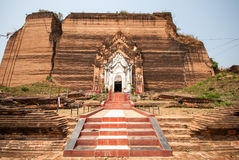 Pagoda rovinata di Mingun a Mandalay, Myanmar immagine stock