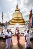 Pagoda Stupa de la paz Templo de la cueva de Dambulla Templo de oro Sri Lanka Foto de archivo