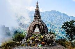 Pagoda sul picco della montagna Fotografie Stock Libere da Diritti