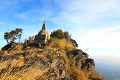 Pagoda sulla cima di un'alta montagna Fotografia Stock Libera da Diritti