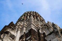 Pagoda sur le dessus du site archéologique au temple d'Ayutthaya dedans Photos stock
