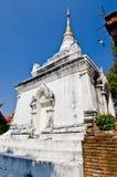 Pagoda tailandesa del estilo de Lanna con el cielo azul Fotografía de archivo libre de regalías