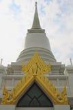 Pagoda tailandesa en fondo del cielo Foto de archivo