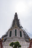 Pagoda tailandesa que repara en el templo (Wat Arun Ratchawararam) fotos de archivo libres de regalías