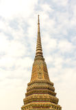 Pagoda in tempio della Tailandia con il cielo Immagine Stock Libera da Diritti
