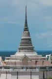Pagoda thaïe sur la côte image stock