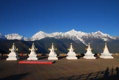 Pagoda tibetana con le montagne della neve di Meili Fotografia Stock Libera da Diritti