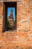 Pagoda vieja antigua en el templo budista de Mahaeyong en la ventana del bri Foto de archivo