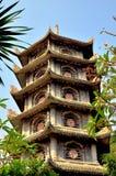 Pagoda vietnamita en las montañas de mármol Imágenes de archivo libres de regalías