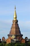 Pagoda y cielo azul Fotos de archivo
