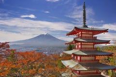 Pagoda y el monte Fuji, Japón de Chureito en otoño foto de archivo libre de regalías
