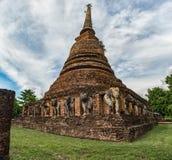 Pagoda z słoń rzeźbami otaczać Zdjęcie Royalty Free