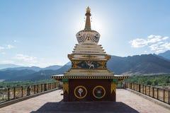 Pagodas blancas con el cielo azul Imágenes de archivo libres de regalías