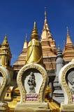 Pagodas d'or, Phnom Penh Photographie stock libre de droits