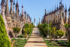Pagodas de Kakku, en Myanmar fotografía de archivo libre de regalías