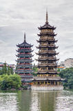 Pagodas de Sun y de la luna y lago dobles gemelos Shanhu en Guilin Imagen de archivo libre de regalías