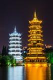Pagodas de Sun y de la luna y lago dobles gemelos Shanhu en Guilin Imagen de archivo