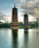 Pagodas en el lago fir, Guilin Fotos de archivo