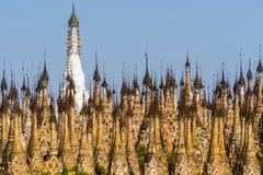 Pagodas en Kakku fotografía de archivo
