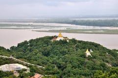 Pagodas que puntean Sagaing imágenes de archivo libres de regalías