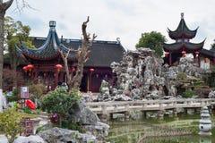 Pagodas y jardín de rocalla en Tan Garden en la ciudad antigua de Nanxiang, Shangai, China Foto de archivo
