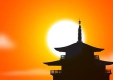 pagodasilhouttesolnedgång Arkivbild