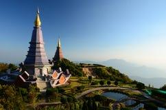 Pagode auf die Oberseite von Doi Inthanon, Chiang Mai, Tha lizenzfreie stockbilder