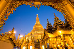 Pagode bonito no mundo O pagode famoso em myanmar Noite no pagode de Shwedagon (pagode de Shwedagon) em Myanmar Foto de Stock Royalty Free