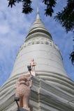 Pagode branco de Wat Phnom em Phnom Pehn imagem de stock