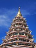 pagode Chinês-denominado sob o céu azul Fotos de Stock Royalty Free