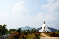 Pagode da paz de mundo de Pokhara no vale Nepal de Annapurna Fotografia de Stock Royalty Free