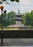 Pagode da paz, rio Tamisa, parque de Battersea, Londres Reino Unido imagens de stock royalty free