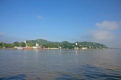 Pagode dal fiume di Irrawaddy fotografia stock