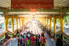 Pagode de Daw do papo de Shwe fotos de stock royalty free