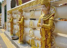 Pagode de Puttakaya do guardião, réplica no distrito Kanchanaburi de Sangkhlaburi fotografia de stock royalty free