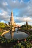 Pagode de Tailândia com a luz do por do sol imagem de stock royalty free