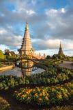 Pagode de Tailândia com a luz do por do sol imagens de stock
