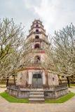 Pagode de Thien MU (senhora feericamente Pagoda do céu) na cidade da matiz, Vietname Imagem de Stock