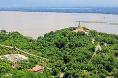 Pagode della collina di Sagaing e fiume di Irrawaddy, Sagaing, Myanmar fotografia stock