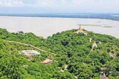 Pagode della collina di Sagaing e fiume di Irrawaddy, Sagaing, Myanmar immagine stock
